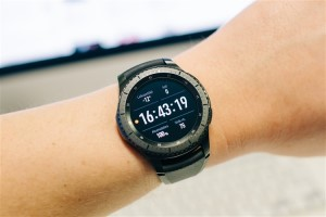 Samsung running watch with spotify